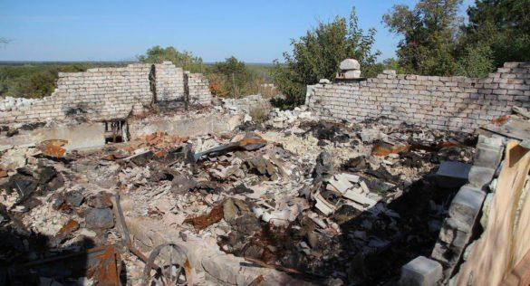 Изрешечённое снарядами ВСУ село в ЛНР покинула последняя мирная жительница