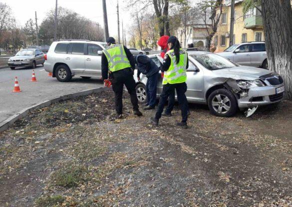 На форуме в Мариуполе авто консульства Великобритании разнесло «Шкоду»