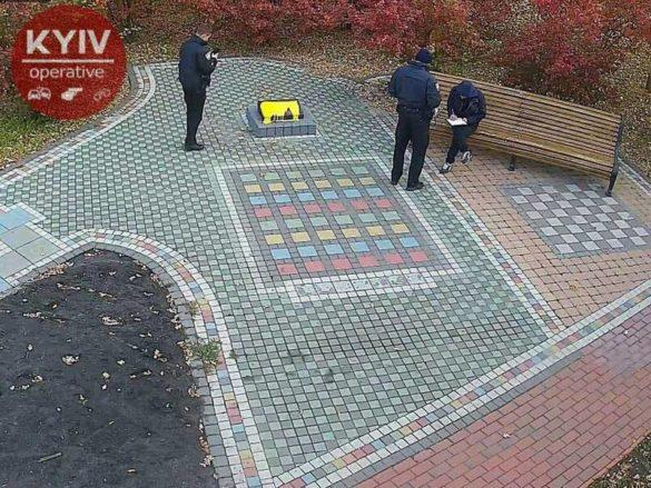 На Украине начали массово уродовать мемориалы АТО