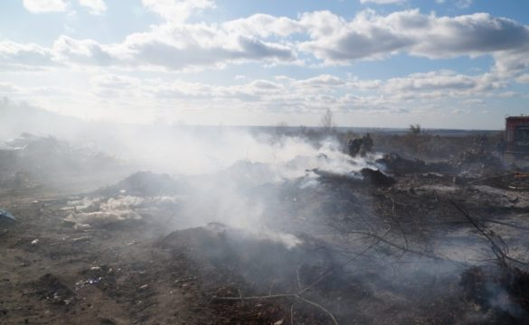 Славянск задыхается от гигантского пожара на мусорной свалке