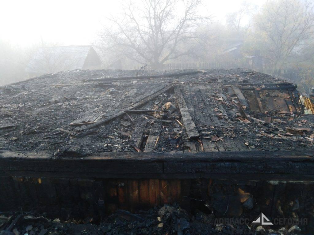 Замыкание проводки отправило хозяина сгоревшего дома в кому