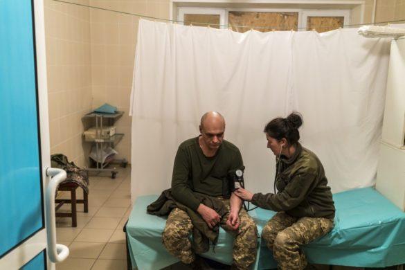 «Вода из ручья и операции при свечах» — американские СМИ проверили, как выживает больница в Авдеевке