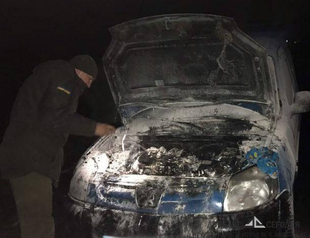 На скандальном блокпосту в Мариуполе внезапно сгорел автомобиль