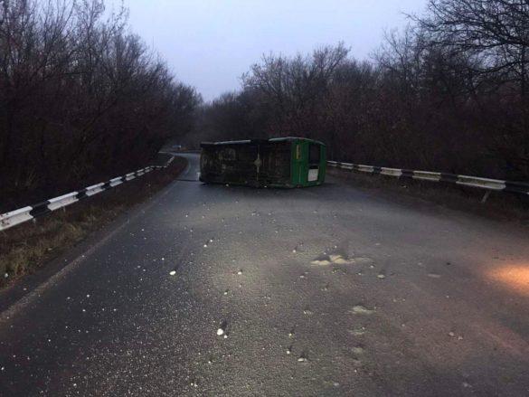 Перевернулась ехавшая на КПВВ «Горловка» маршрутка, много травмированных