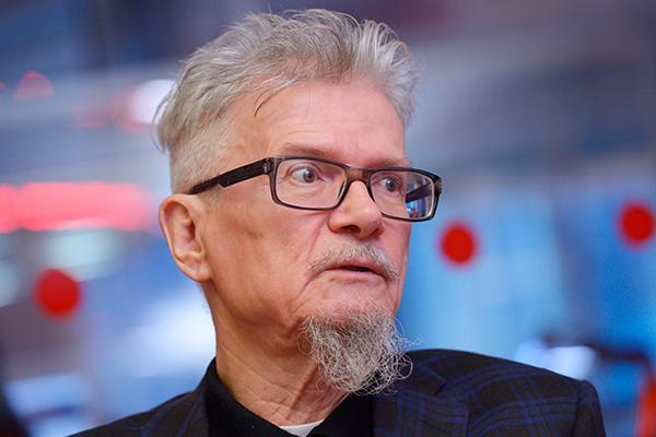 """Презирающие Донбасс """"Порнофильмы"""" будут, пока у Путина не вспомнят о Лимонове - Пелевин"""
