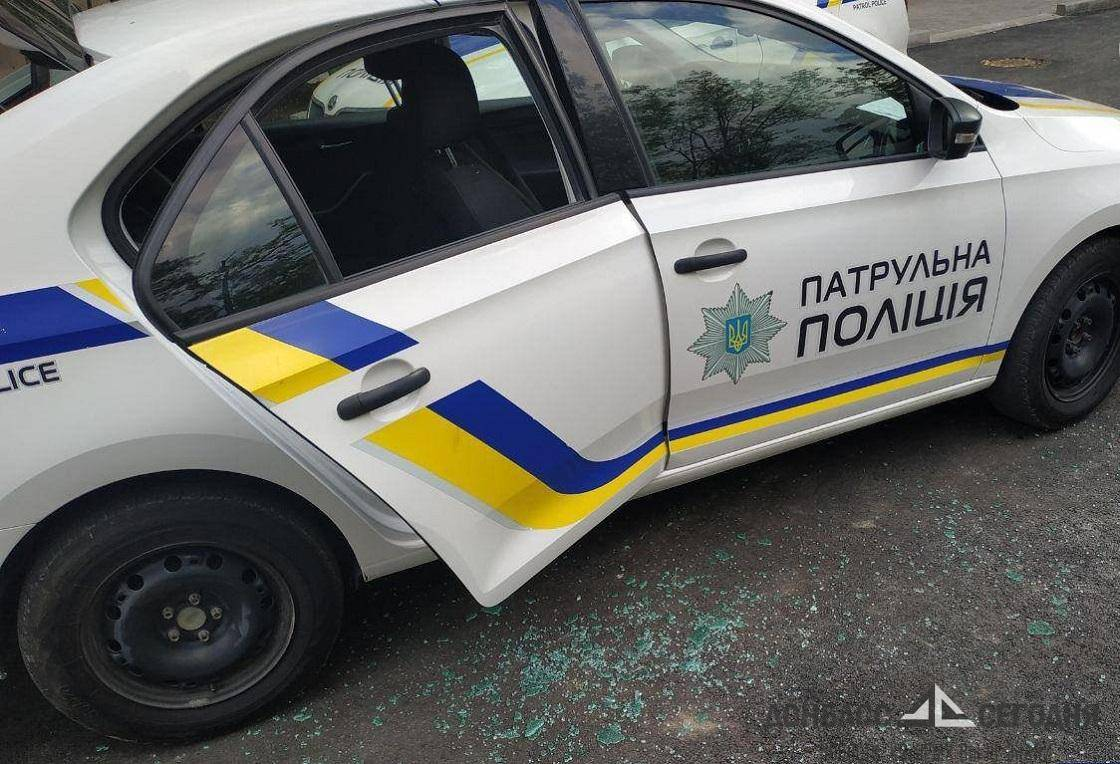Мариупольчанка погрызла ногу полицейскому и разнесла патрульное авто