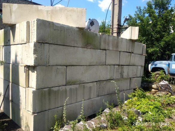 На окраине Донецка защитили «Чекиста» десятками бетонных блоков