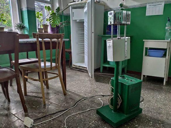Главврач больницы в Луганской области отомстил подчинённым сгнившими кроватями и душем из лейки
