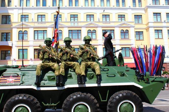 Сотня танков, БПЛА и трофеи ВСУ. В ДНР прошёл парад Победы