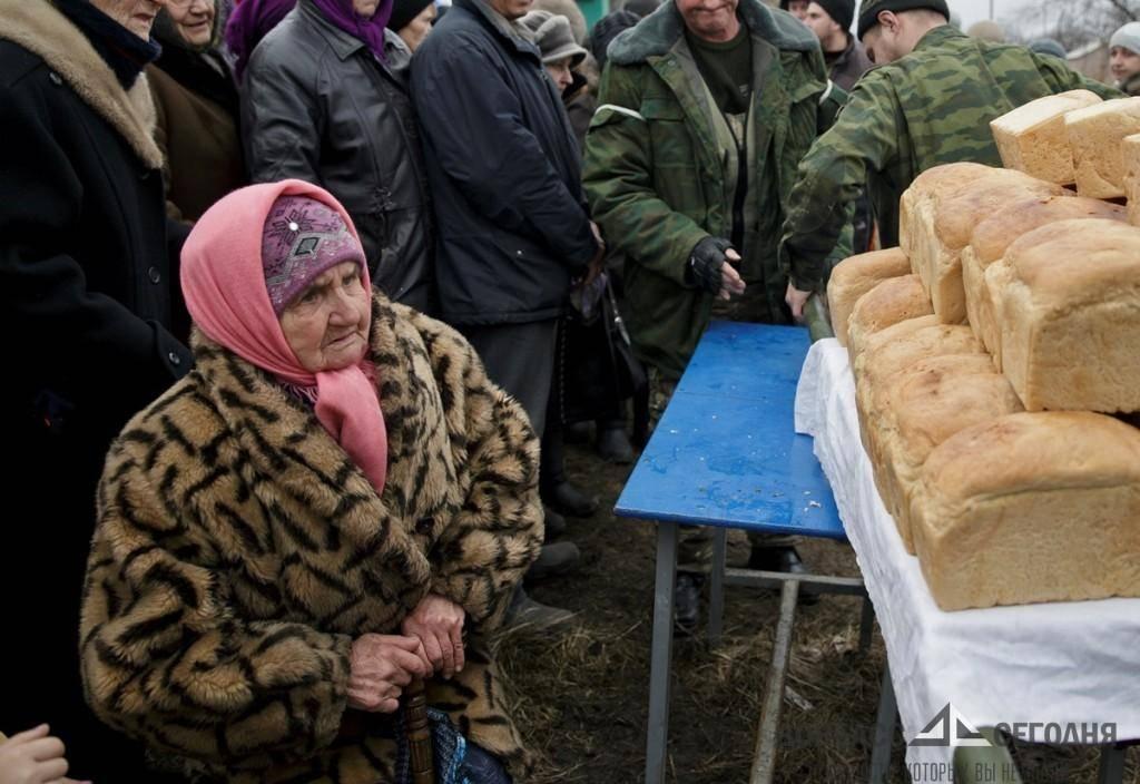 Луганчане, оставшись без денег и продуктов, под украинским обстрелом пробирались в библиотеку