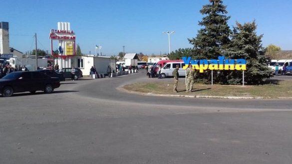 Местный уничтожил стелу «Украина» в Станице Луганской