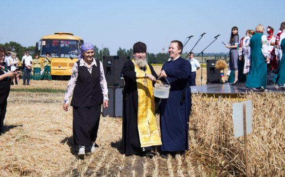 В ДНР официально дан старт уборочной кампании