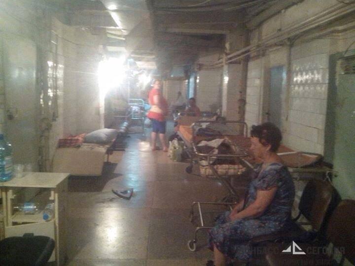 От взрыва снаряда ВСУ бабушку отбросило в подвал, где она сломала руку и разбила голову