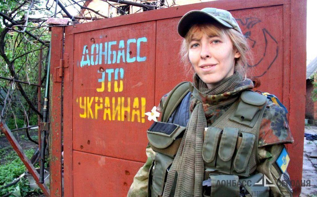 Девушки-снайперы ВСУ со свастикой вошли в один из посёлков Донбасса
