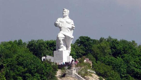 Памятнику основателю Донецкой республики в Святогорске снова требуется реставрация
