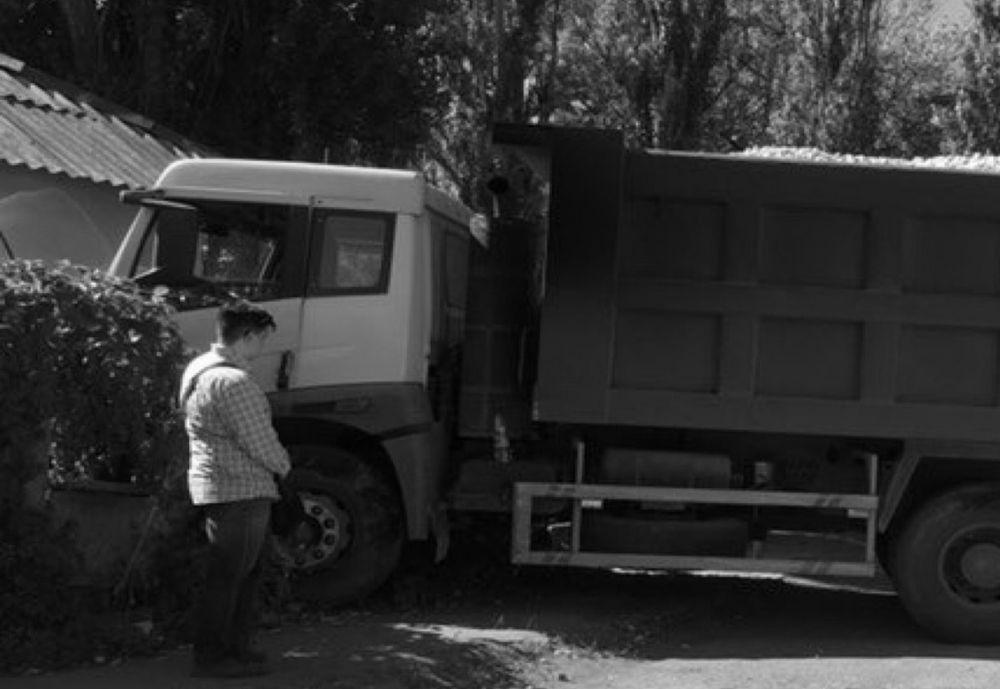 Водитель в приступе эпилепсии протаранил самосвалом дом в Макеевке