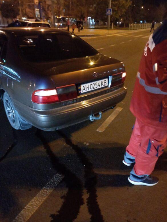 В Мариуполе на перекрёстке столкнулись Toyota и ВАЗ, перекрыто движение