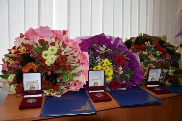 Сражавшиеся с пожаром школьники получили награды от Главы ЛНР