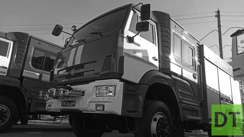 Спасатели ДНР и ЛНР вынесли из огня инвалида и пенсионерку