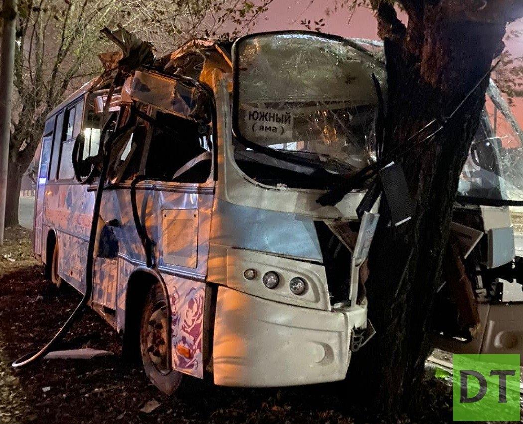 Пьяный водитель разбил вдребезги новый автобус в Донецке