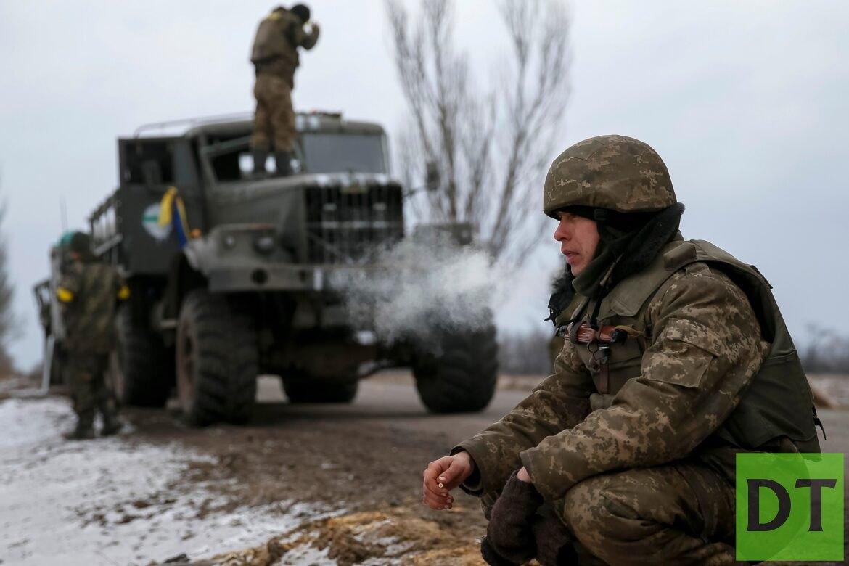 Жители Донбасса забросали камнями колонну украинских военных