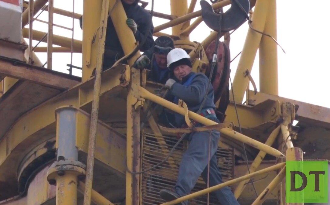 В Донецке демонтируют заброшенные подъёмные краны