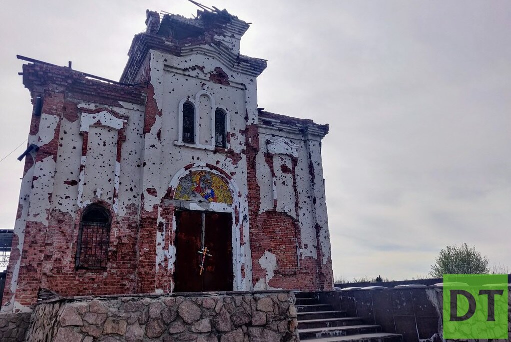 Строящийся храм у Донецкого аэропорта заиграл новыми красками